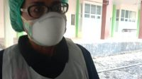Dr. Ketty Notanubun Juru Bicara Gugus Tugas percepatan penanganan Covid-19 Maluku Utara saat diwawancarai di Rumah sakit Umum Daerah (RSUD).(wacananews.co.id/ms)