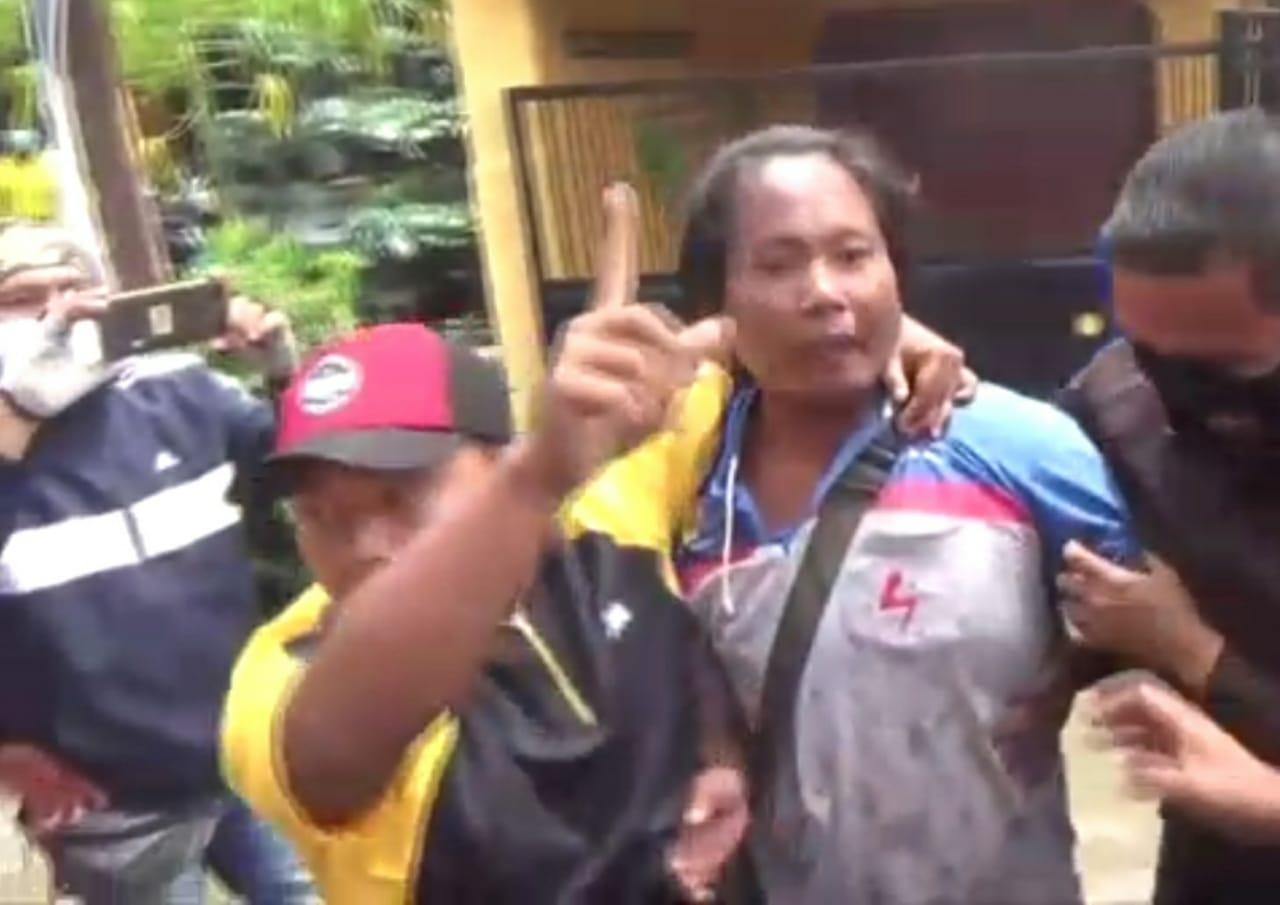 bupati jombang di protes warga banjir
